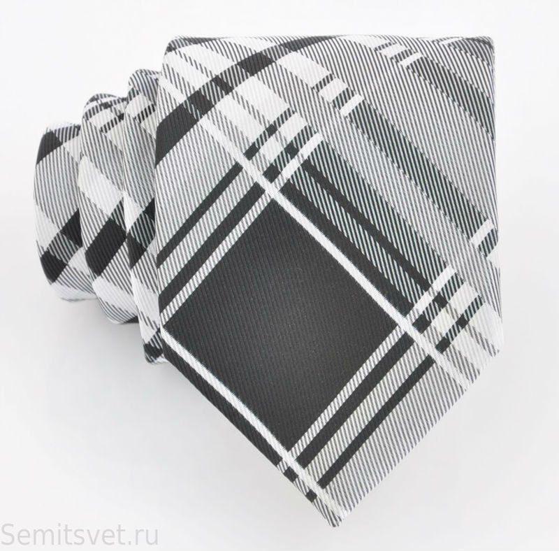 галстук с фирменным логотипом: